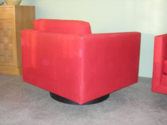 Late 20th Century Pair of Mod Swivel Lounge Chairs by Harvey Probber For Sale