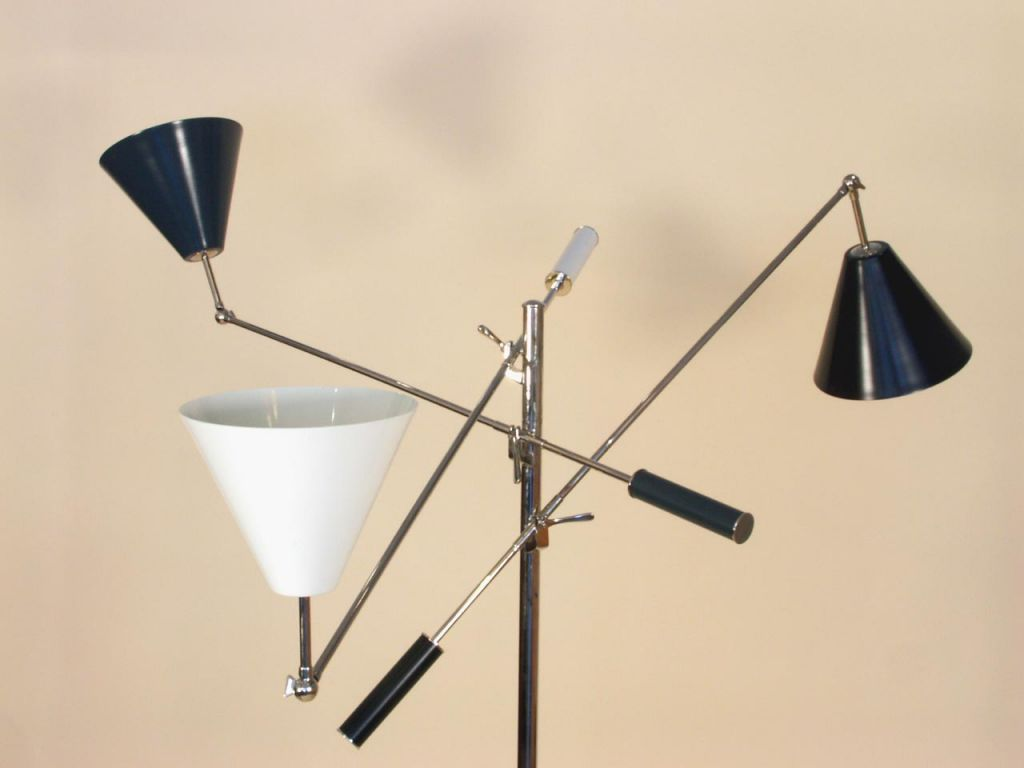 Mid-Century Modern Floor Lamp in the Manner of Gino Sarfatti  For Sale
