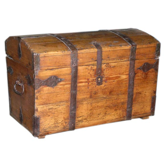Seaman 39 s chest the classic treasure chest at 1stdibs for Seamans furniture