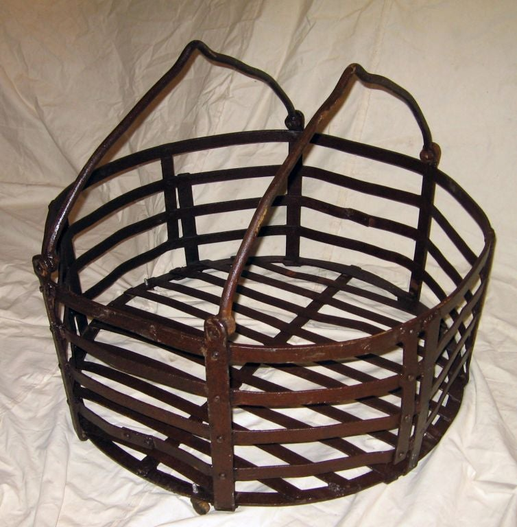 Industrial metal basket coffee table at 1stdibs Coffee table baskets