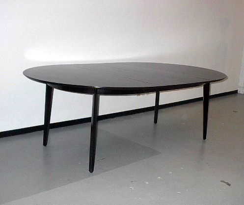 Edward Wormley for Dunbar Oval Dining Table In Excellent Condition For Sale In St. Louis, MO