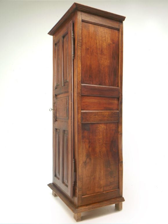 petite french henri ii style bonnetiere at 1stdibs. Black Bedroom Furniture Sets. Home Design Ideas
