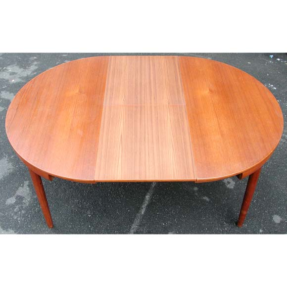 Dining table round nesting chairs