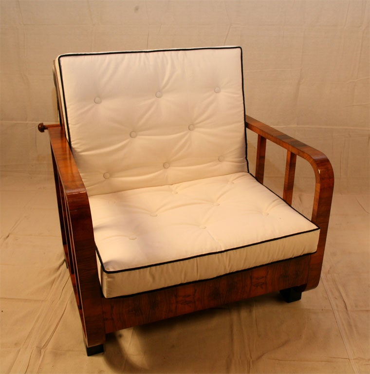 Continental Metamorphic Chair/Day Bed In Good Condition For Sale In Hudson, NY