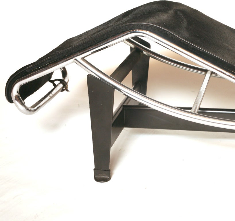LC-4 Chaise Longue at 1stdibs