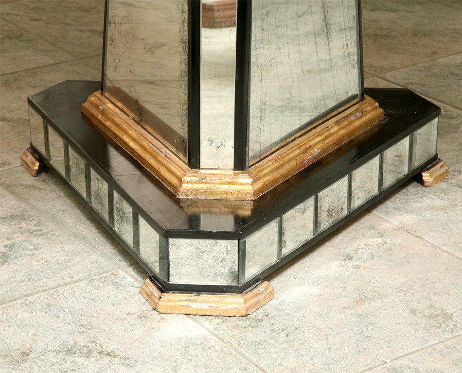 Superb Mirrored Centre Table Giltwood Edge with Black Trim In Excellent Condition For Sale In West Palm Beach, FL