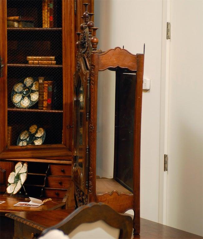 18th century french walnut etagere vitrine at 1stdibs. Black Bedroom Furniture Sets. Home Design Ideas