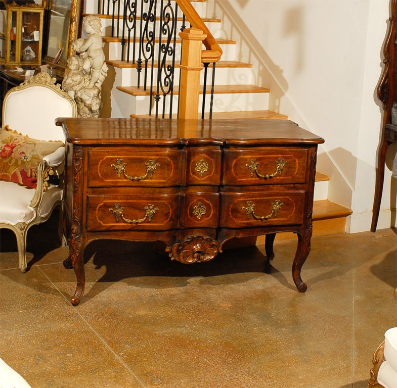 French 1750s Louis XV Period Walnut Commode en Arbalète in the Manner of Hache 2