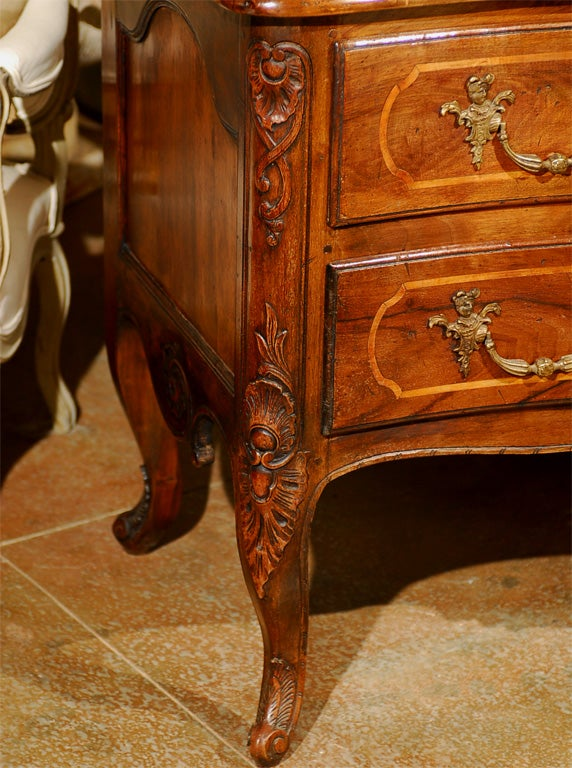 French 1750s Louis XV Period Walnut Commode en Arbalète in the Manner of Hache 3