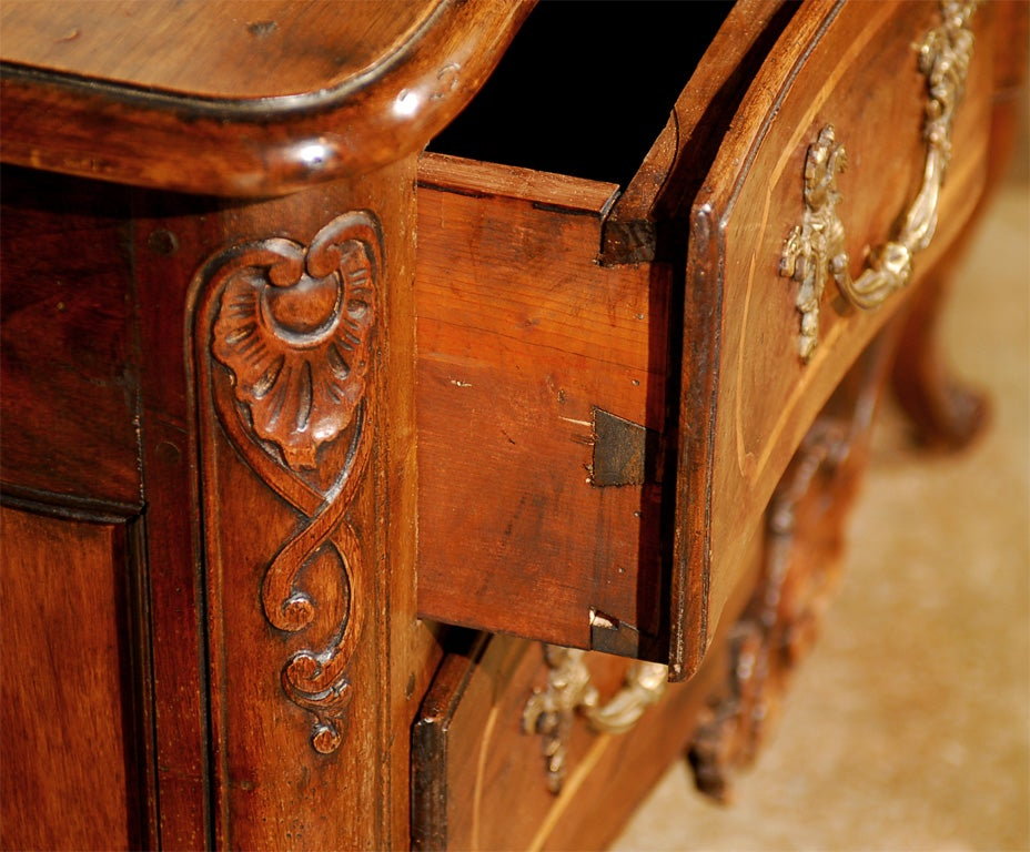 French 1750s Louis XV Period Walnut Commode en Arbalète in the Manner of Hache 7