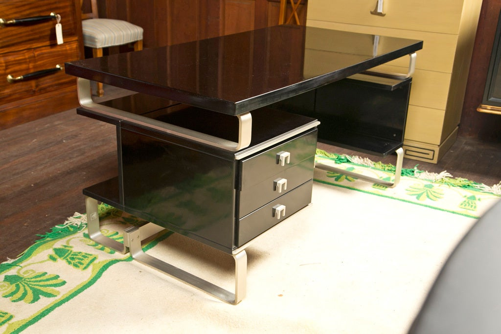 Italian Desk by Abbondinterni In Excellent Condition For Sale In Stamford, CT