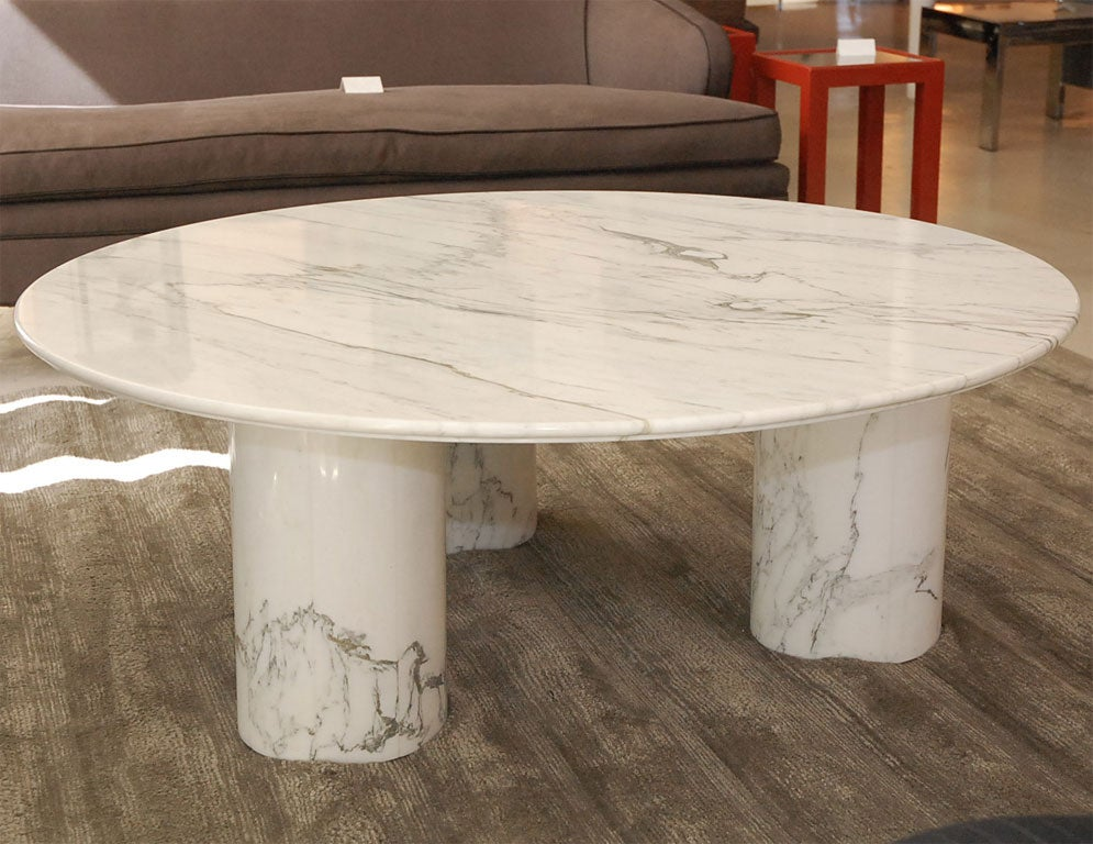 Round carerra marble coffee table at 1stdibs Round marble coffee tables