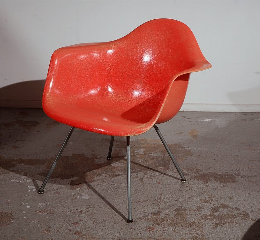 Pair of early charles eames lax lounge chairs at 1stdibs for Fauteuil eames original