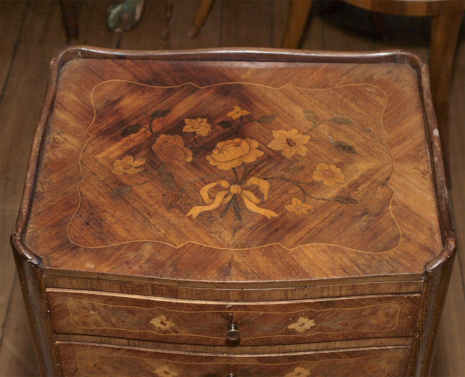 Small pair of marquetry chevet at 1stdibs for Mini table de chevet