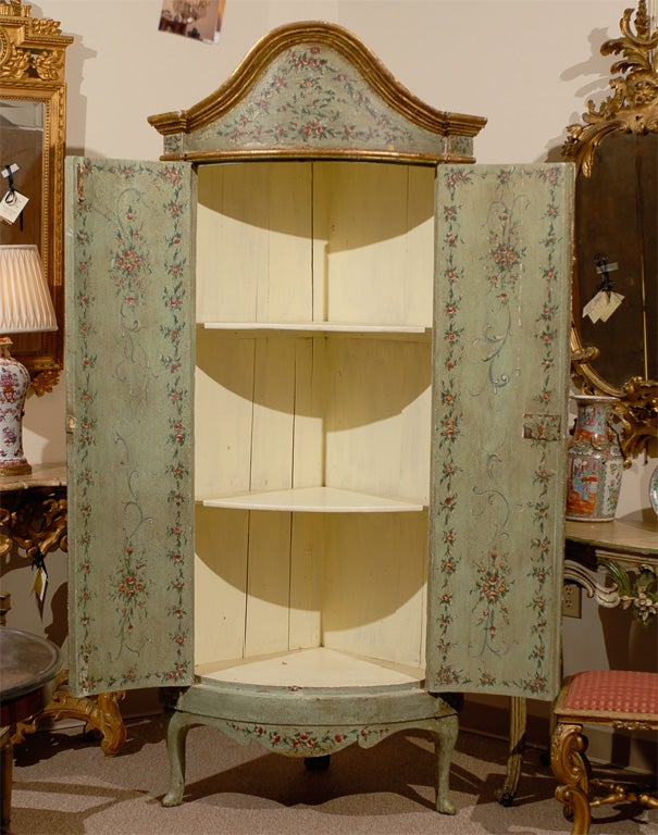 18th century Venetian Painted Corner Cabinet with bonnet top image 7