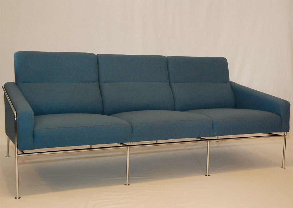 arne jacobsen sas sofa at 1stdibs. Black Bedroom Furniture Sets. Home Design Ideas