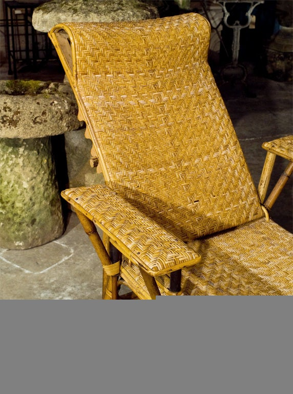 Fine wicker chaise longue at 1stdibs for Chaise longue rattan sintetico