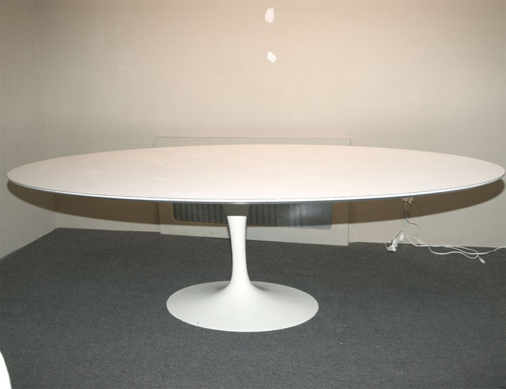 saarinen oval dining table at 1stdibs. Black Bedroom Furniture Sets. Home Design Ideas
