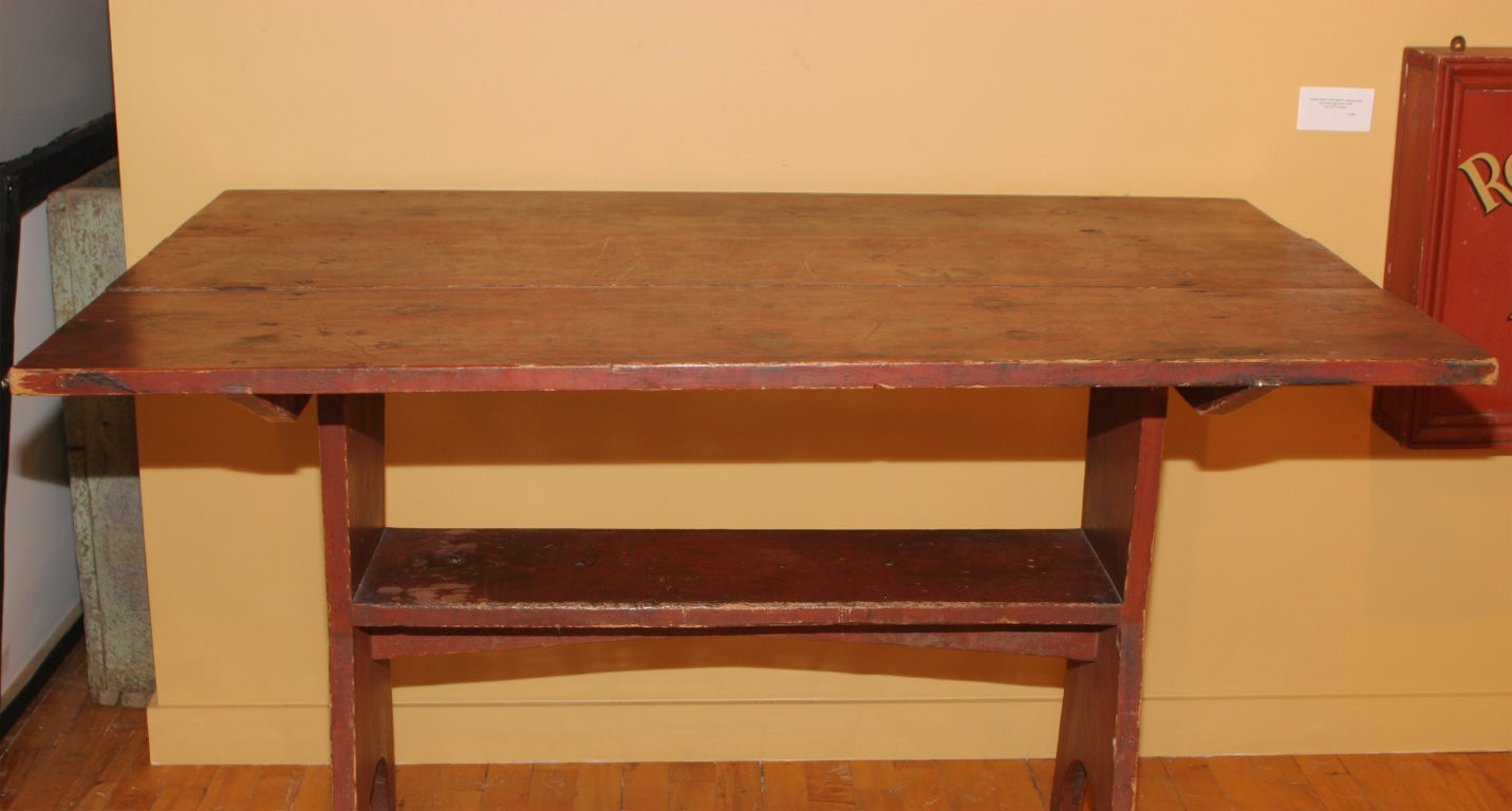 American Early 19th-Century New England Hutch Table For Sale