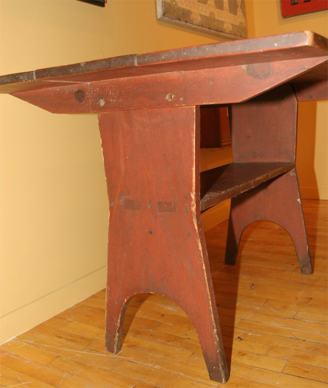 19th Century Early 19th-Century New England Hutch Table For Sale
