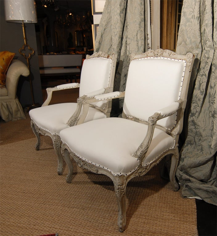 Pair of 19th Century French Bergere Chairs In Excellent Condition For Sale In Houston, TX