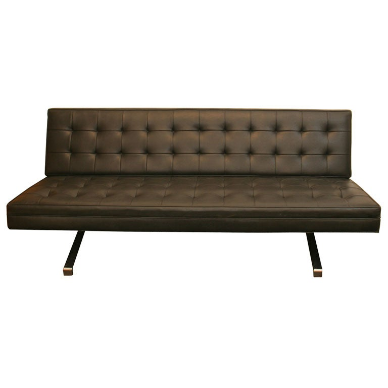 Sleek 60 39 s sofa at 1stdibs for Sleek sofas small spaces