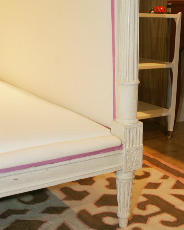 a carved and painted louis xvi lit de repos at 1stdibs. Black Bedroom Furniture Sets. Home Design Ideas