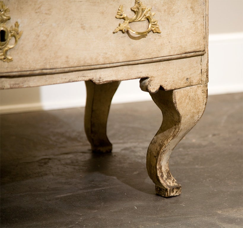Dated 18th Century Swedish Gustavian Chest of Drawers with Original Paint In Good Condition For Sale In Pasadena, CA