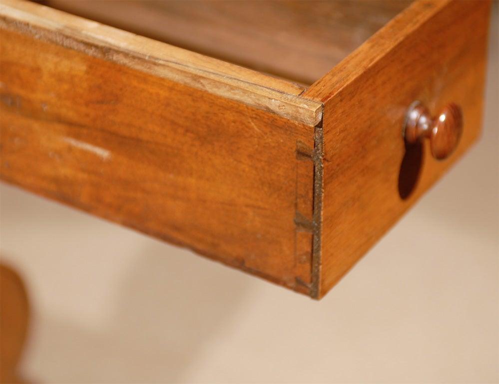 Oval Swiss Drop Leaf Table in Walnut, 18th Century For Sale 2