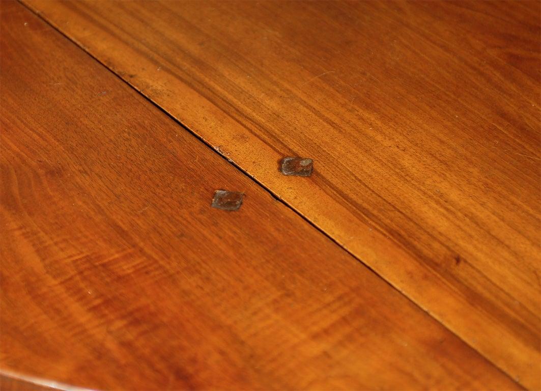 Oval Swiss Drop Leaf Table in Walnut, 18th Century For Sale 3