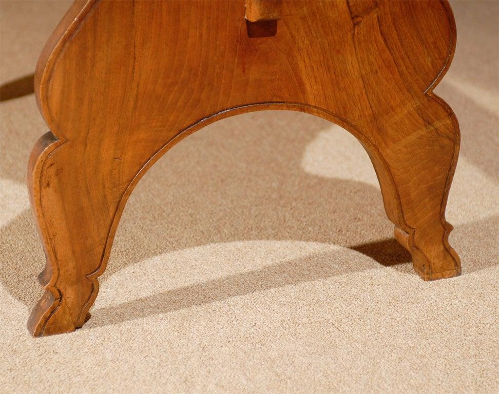 Oval Swiss Drop Leaf Table in Walnut, 18th Century For Sale 4