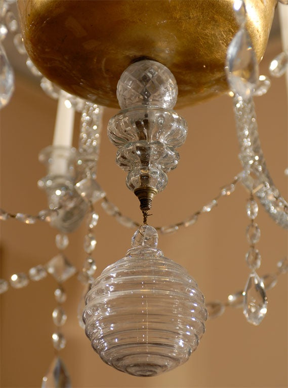 A Fine 18th Century Venetian Crystal Chandelier with Gilt Detail For Sale 3