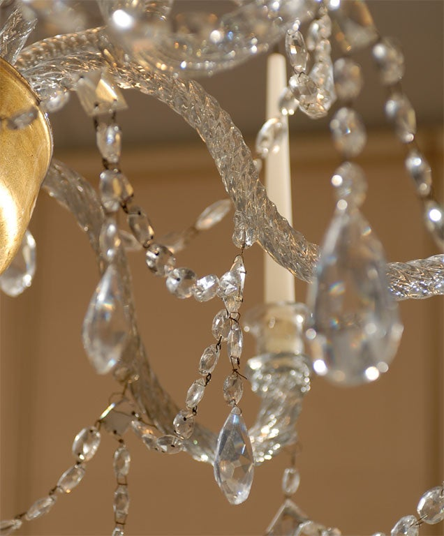 A Fine 18th Century Venetian Crystal Chandelier with Gilt Detail For Sale 5