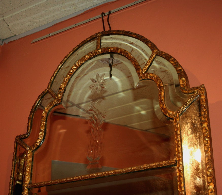 Queen Ann Giltwood Mirror, 18th Century In Good Condition For Sale In New York, NY