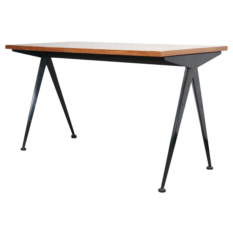 Desk by jean prouve at 1stdibs for Table quiz hannover