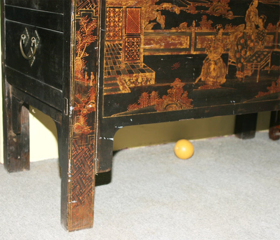 Chinese 19th Century Chinoiserie wedding cabinet armoire In Excellent Condition In Yonkers, NY