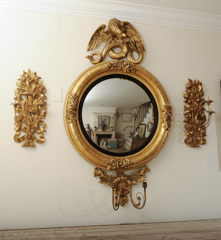 Gilt English Federal Style Dutch Convex Mirror In Good Condition For Sale In Los Angeles, CA