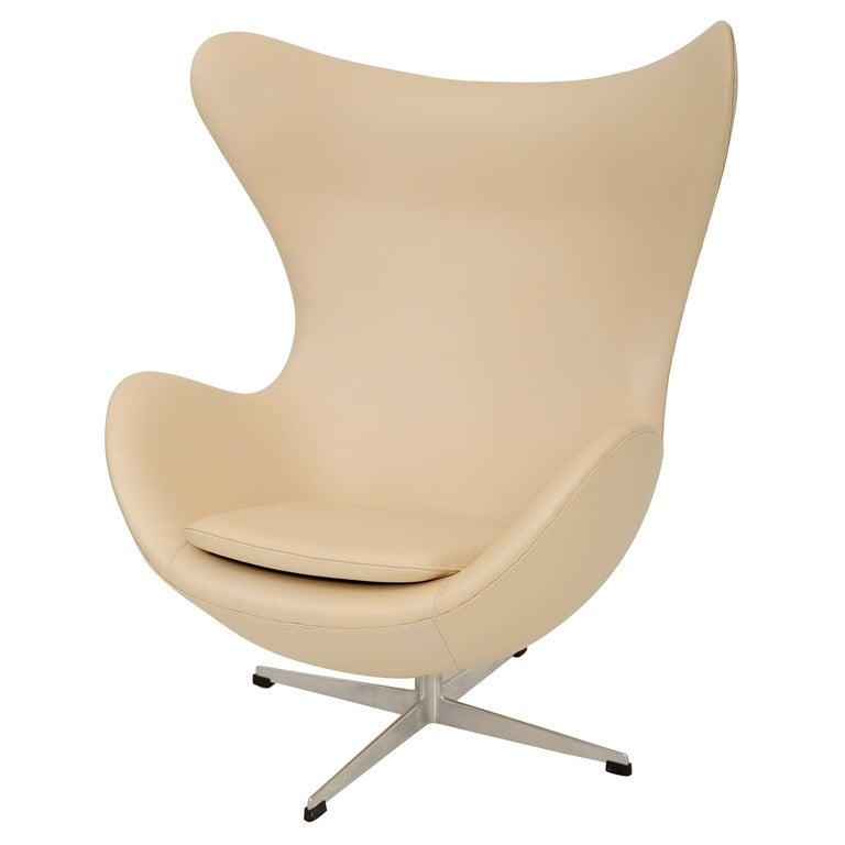 60 s vintage arne jacobsen leather egg chair at 1stdibs. Black Bedroom Furniture Sets. Home Design Ideas