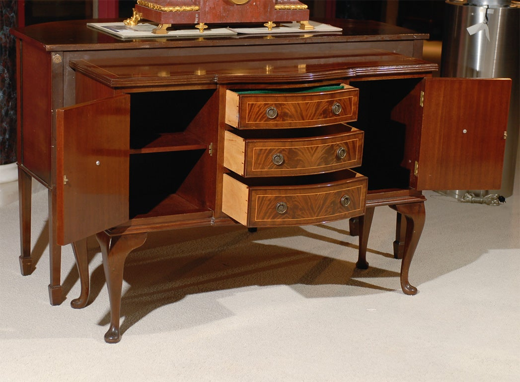 Queen anne style sideboard at 1stdibs for Sideboard queens