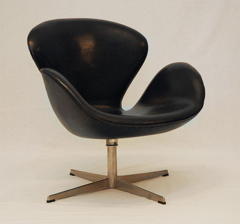 black leather swan chair 2