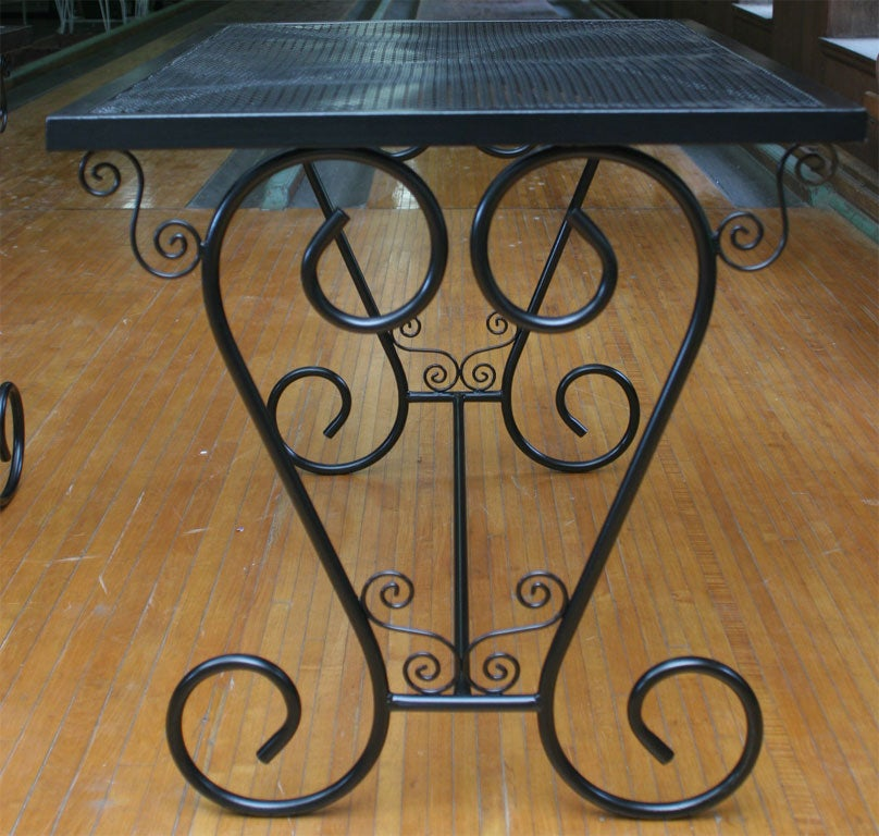 French Metal Garden Table In Good Condition For Sale In Stamford, CT