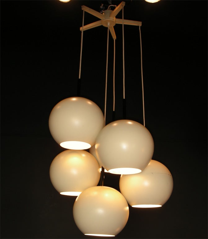 1970s German chandelier edited by Staff, in white lacquered metal and plastic. Five lights.