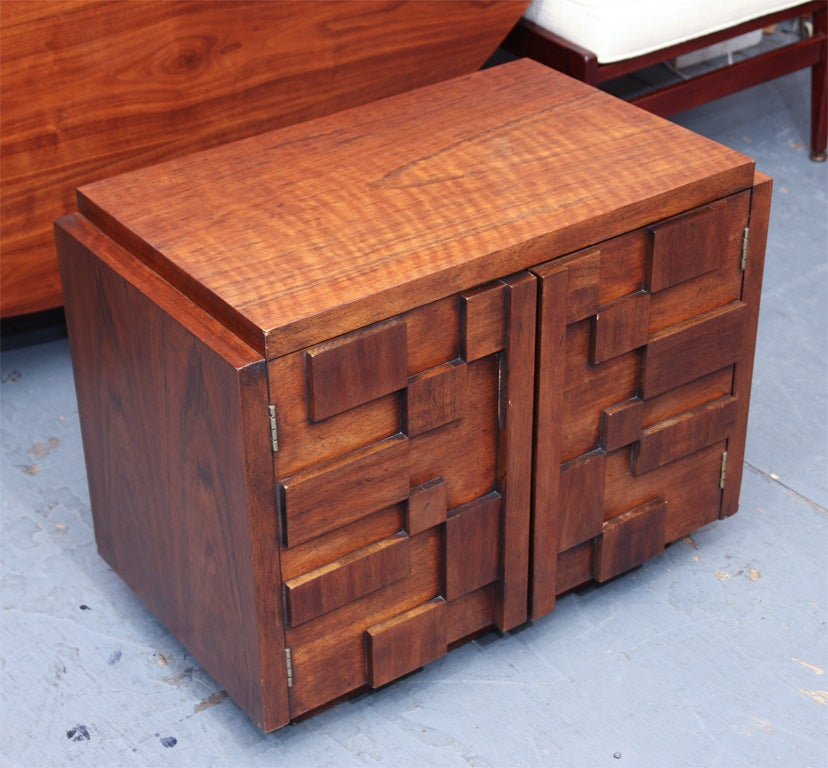 Pair of Bold and Sculptural Nightstands or End Tables In Good Condition For Sale In New York, NY