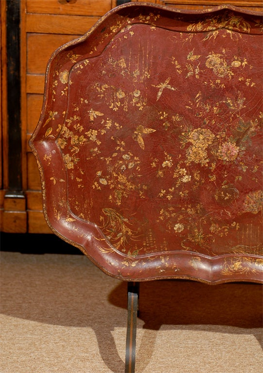 English Shaped Oval Painted Chinoiserie Tray on Folding Stand. In Good Condition For Sale In Atlanta, GA