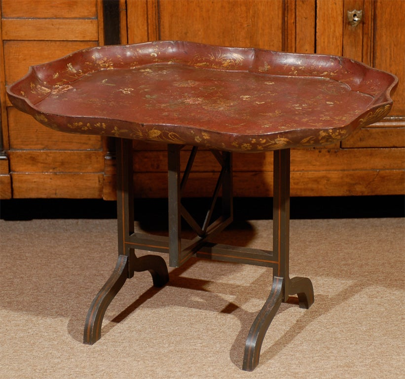 English Shaped Oval Painted Chinoiserie Tray on Folding Stand. For Sale 3