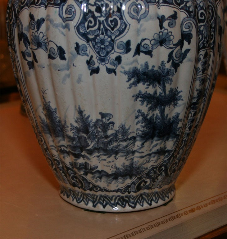 Five Dutch delft vases For Sale 2