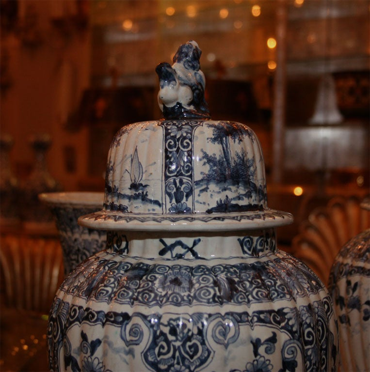 Five Dutch delft vases For Sale 3