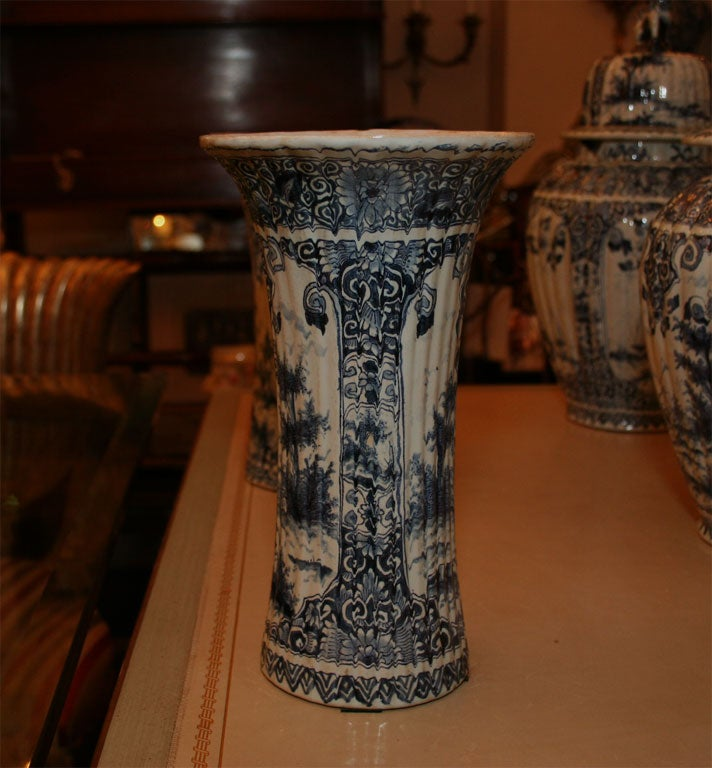 Five Dutch delft vases For Sale 4