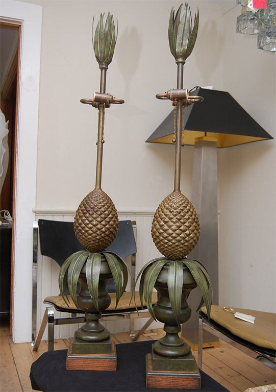 Italian Pair of Tole Pineapple lamps For Sale