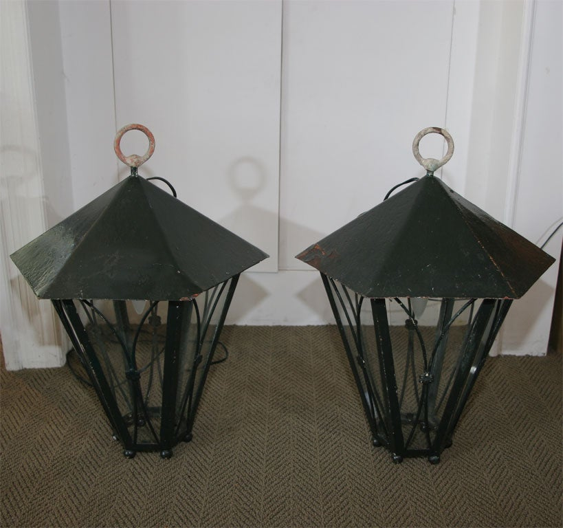 20th Century Pair of Dark Green Painted Metal Lanterns For Sale